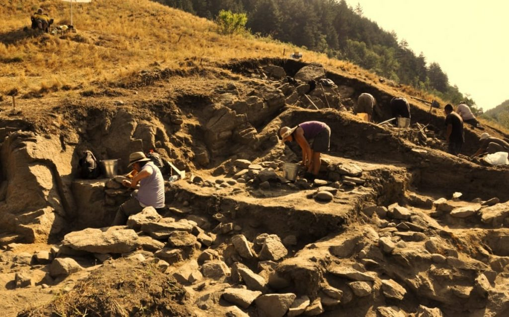 excavation of prehistoric Bronze age site