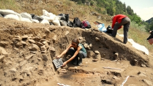 archaeology students excavating bronze age prehistoric site
