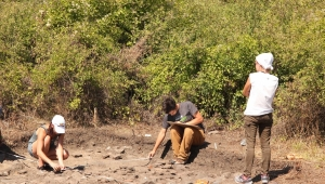 students of archaeology and a supervisor