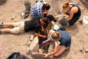archaeological dig for students and non-students