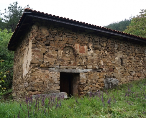 medieval-church-sveti-nikola-kalotina-bulgaria